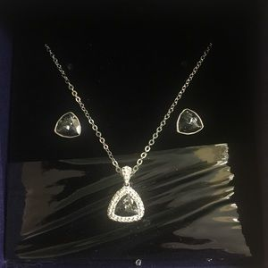 Swarovski blue crystal necklace and earrings set